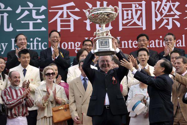 En décembre 2009, Jacques Détré décroche la Hong Kong Cup, l'une des plus grandes courses d'Asie, avec son champion Vision d'État.