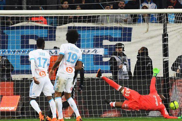 Steve Mandanda encaisse un but face à Lyon hier soir sur la pelouse du stade Orange-Velodrome