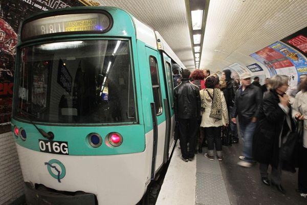 La station La Tour-Maubourg sur la ligne 8 est fermée ce lundi.