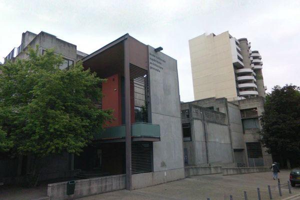 l'Etat condamné pour faute lourde dans le cadre d'une affaire d' harcèlement moral, à l'école d'architecture de Grenoble
