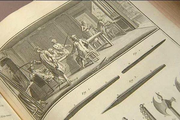 Une première édition complète de l'Encyclopédie de Diderot et d'Alembert dans un état de conservation remarquable  a été retrouvée dans les réserves du musée de la Haute-Auvergne à Saint-Flour. Au 18éme siècle, seuls 4250 exemplaires de cette édition de 35 volumes ont été imprimés.