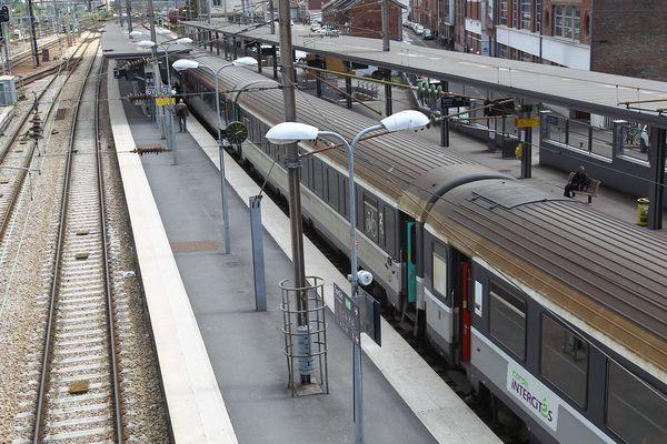 Un Intercités en gare d'Amiens, en mai 2015.