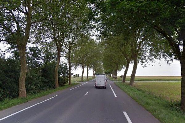 La D939 est en ligne droite à l'endroit où l'automobiliste s'est tué. .