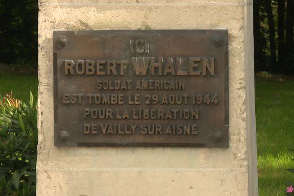 Monument rendant hommage à Robert Whalen soldat américain tombé le 29 août 1944 pour la libération de Vailly-sur-Aisne