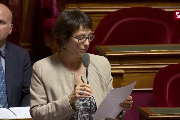 la Sarthoise Nadine Grelet-Certenais demande que soit banni le tabac dans les films français