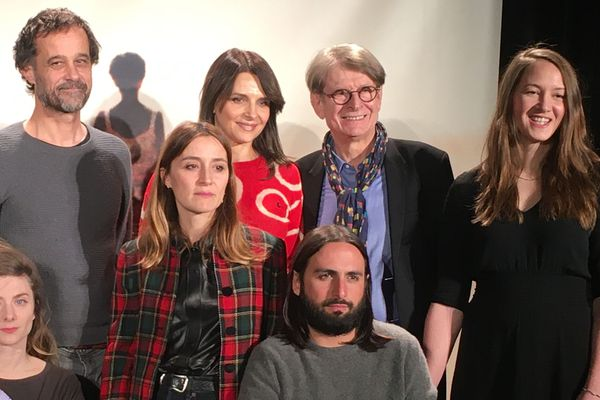 Juliette Binoche (3e en partant de la droite) et une partie du jury du 32e festival Premiers Plans d'Angers.