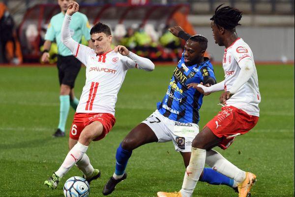 Le FC Chambly parvient à décrocher le nul (3-3) face à Nancy lors de la 17e journée de Ligue 2 mardi 22 décembre 2020.
