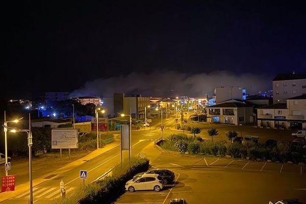 Le feu était encore actif peu après minuit