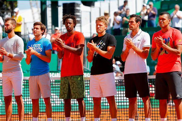 Les joueurs français Tsonga, Monfils, Gilles Simon, Jérémy Chardy, Benoît Paire ainsi que le Monégasque Benjamin Balleret ont applaudi en son hommage, alignés au milieu du court central de Monte-Carlo ce lundi après-midi.