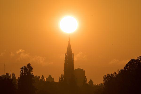 Le Strasbourghenge est l'alignement parfait du lever du soleil avec la cathédrale.