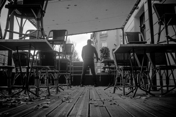 Patron de deux restaurants à Reims, dont Le Lion, Vincent Mansencal regarde vers l'avenir pour éviter de sombrer suite à la crise sanitaire. Il s'accroche à sa passion et à ses clients.
