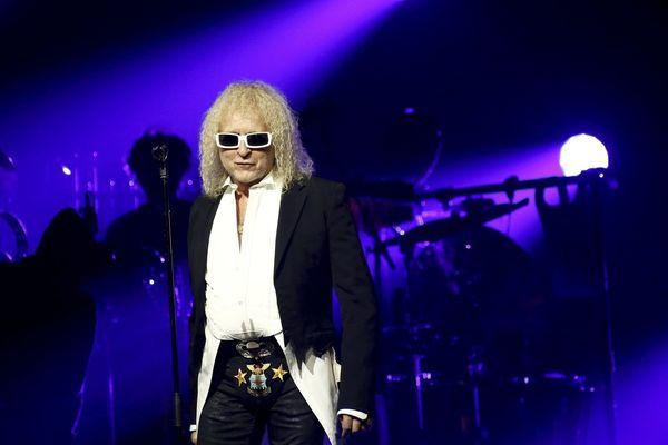 Michel Polnareff accuse son producteur de diffamation pour avoir laissé entendre qu'il avait simulé une maladie pour annuler deux concerts