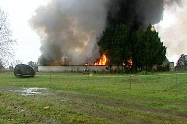 incendie de l'usine de peintures Bouchilloude Alky de Bergerac