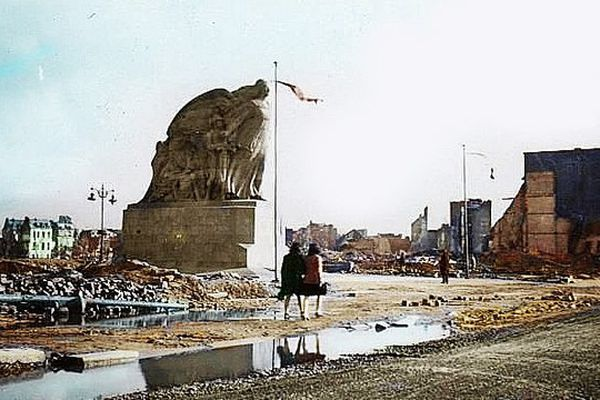 Le monument aux morts du Havre après les bombardements de 1944