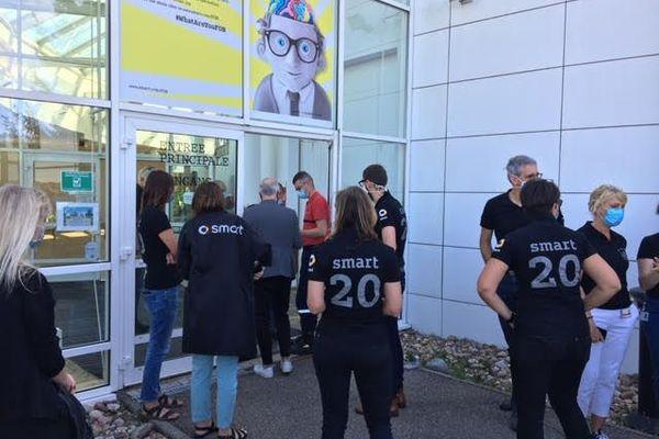 Les salariés de Smart à Hambach avant la réunion extraordinaire