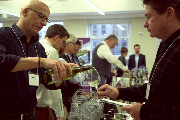 Les viticulteurs d'Occitanie lancent une reconquête du marché américain. 60 d'entre eux se sont rendus à New York pour rencontrer les importateurs.