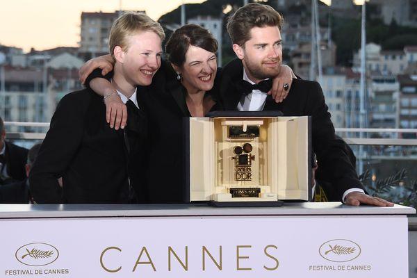 L'acteur de Girl, Victor Polster, la présidente du jury de la Caméra d'or, Ursula Meier et le réalisateur Lukas Dhont