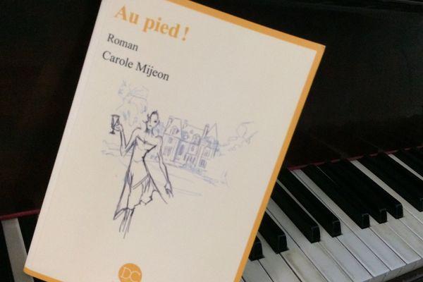 """""""Au pied !"""" roman de Carole Mijeon aux éditions Daphnis et Chloë"""
