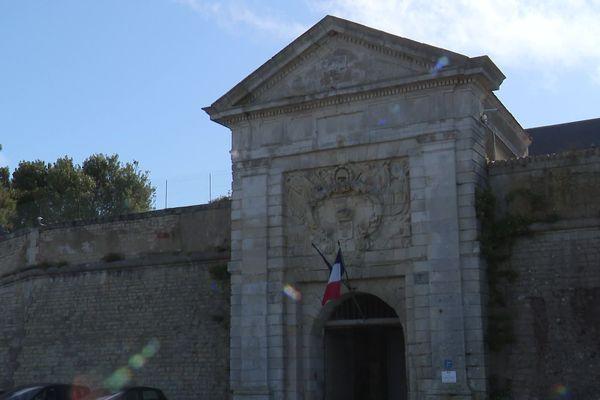 L'entrée du pénitencier à Saint-Martin-de-Ré, sur l'île de Ré.