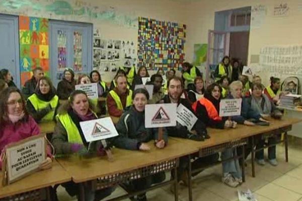 Quarante (Hérault) - le village mobilisé pour sauver une classe de primaire - 11 février 2013.
