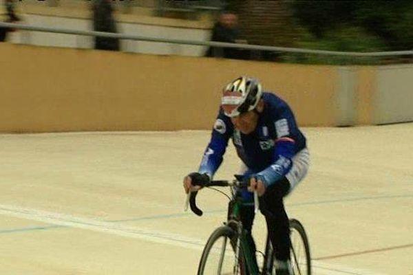 Jean-Claude Le Bourhis établi le record sur piste des transplantés du cœur sur le vélodrome de Montargis