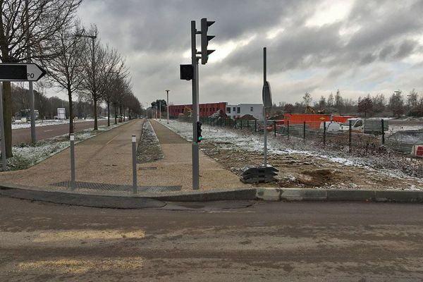Construction du parking relais de 300 places près de la station de bus Zénith-Parc expo au sud de Rouen