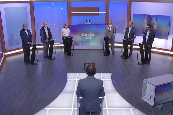Six candidats pour les départementales 2021 dans les Landes autour de Franck Omer qui anime le débat.