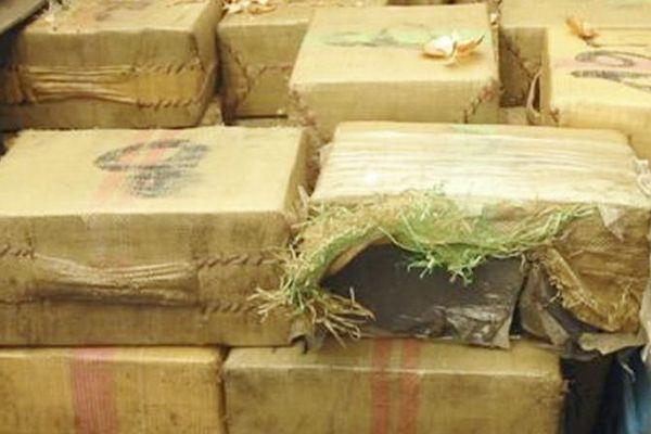 Saisie de plus de deux tonnes de cannabis, le 2 août 2006, au péage de Saint-Jean-de-Védas (Hérault).
