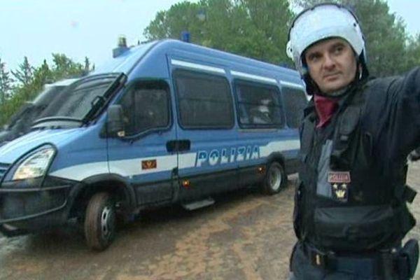 La Polizia Di Stato et le Deuxième bataillon mobile des carabiniers, basé à Gênes étaient présents.