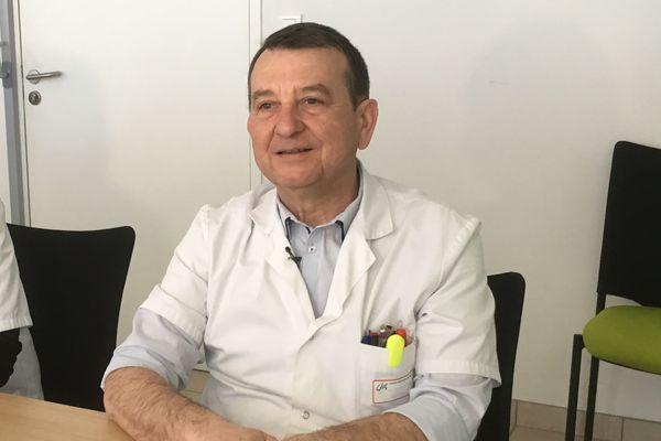 Le Dr Bernard Mercier du CH de Blois participe au téléstaff de psycho-gériatrie chaque mois pour aider les équipes des EHPAD face aux cas difficiles.