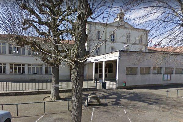 L'école élémentaire de Layrac en Lot-et-Garonne n'a pas rouvert car il y a une suspicion de cas de Covid 19.