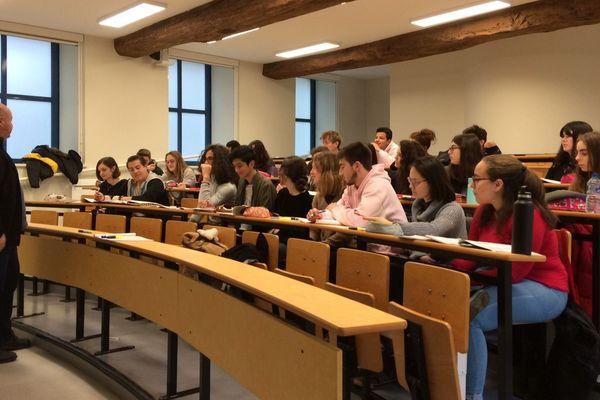 Les étudiants de Sciences-Po Poitiers dans leurs nouveaux locaux.
