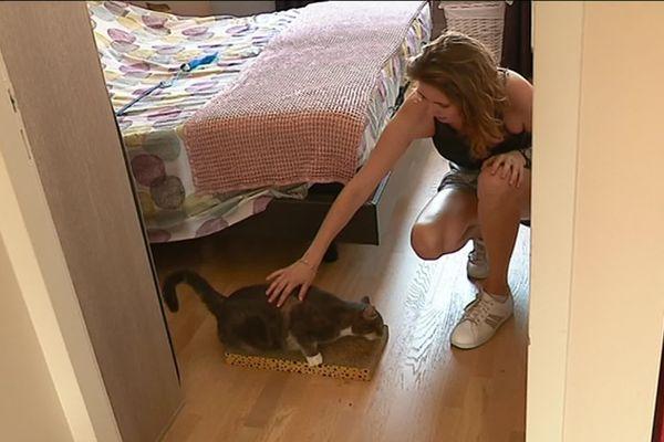 Juliette, étudiante à Besançon, s'est lancé dans le pet-sitting pour arrondir ses fins de mois et lutter contre les abandons. France 3 Franche-Comté : P.Arbez