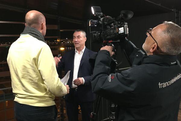 Jean-Louis Louvel répondant aux questions d'une équipe de la rédaction de France 3 Normandie le 6 novembre 2019