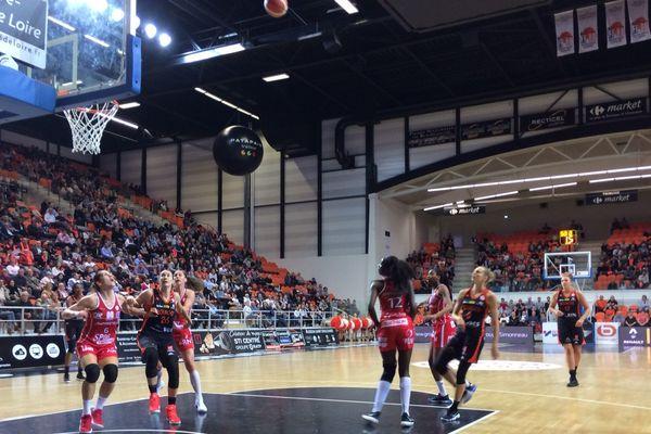 Bourges n'a pas raté sa première sortie officielle de la saison à domicile