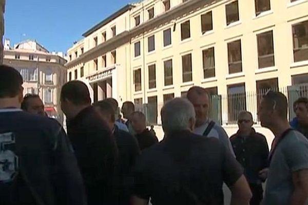 Nîmes - les ex-salariés de Richard Ducros à Alès devant le palais de justice - archives