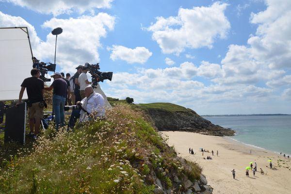 """Tournage du film """"De Gaulle"""" de Gabriel Le Bomin au Conquet, dans le Finistère, en juillet 2019. Sorti le 4 mars, c'est l'un des derniers films à avoir échappé au confinement."""