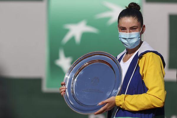 Grâce à sa victoire à Roland-Garros, la lyonnaise, Elsa Jacquemot a gagné cinq places dans le classement juniors et est la nouvelle n°1 mondiale.