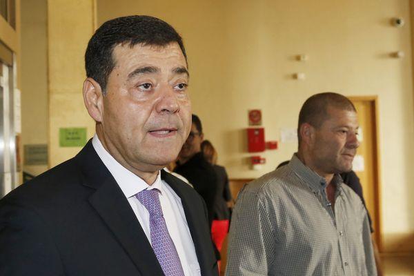 A son procès de Zvi Ammar, président du Consistoire de Marseille, ici en noir avec son frère Simon Ammar.