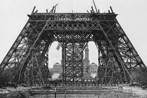 20 mars 1888 : montage des poutres horizontales sur l'échafaudage du milieu