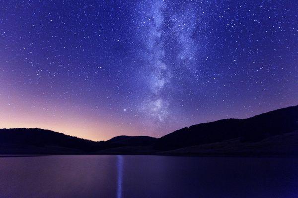 Voie lactée observée depuis le Lac des Pises dans le Parc national des Cévennes - archives.