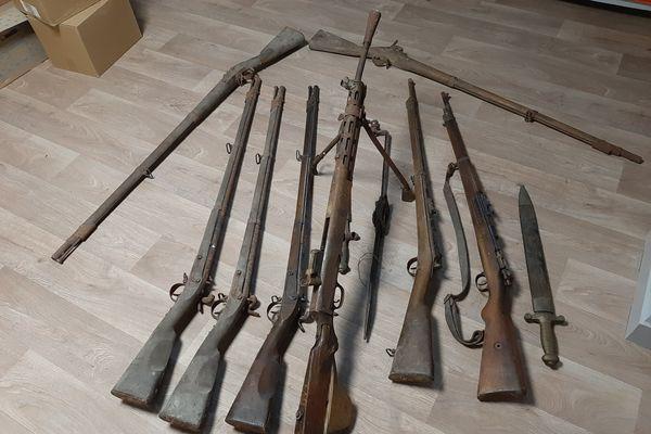 Entre 12 et 15 armes font partie du butin.