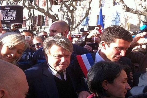 Beaucaire (Gard) - Marine Le Pen avec Gilbert Collard et Julien Sanchez, maire FN de la ville, lors de l'hommage aux victimes des attentats - 11 janvier 2015.