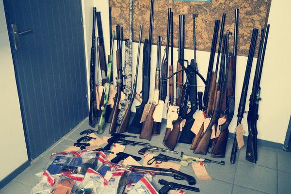 Près de 36 armes dont 30 détenues illégalement ont été saisies lors d'une intervention pour violences conjugales dans l'Oise.