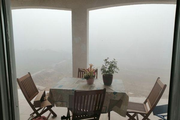 Les fumées impressionnantes depuis une maison à Ambres (Tarn)