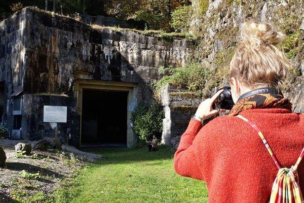 le bunker qui coiffe l'entrée du tunnel, dernier vestige du camp de travail d'urbès
