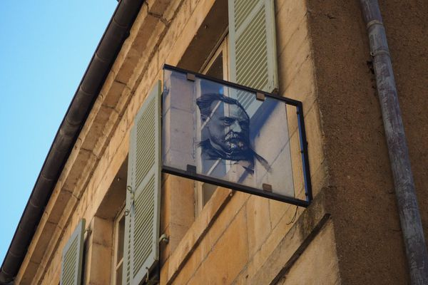 Dès leurs premiers pas dans la maison natale, les visiteurs rentrent dans l'intimité de la famille de Louis Pasteur.