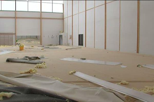 Les dégâts à l'intérieur du complexe gymnique d'Arques.