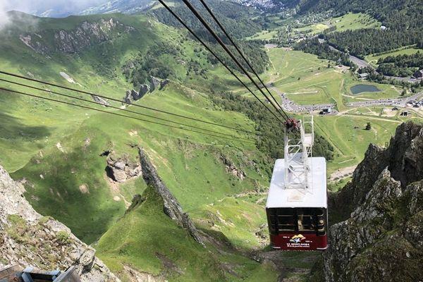Depuis le 13 juin, le téléphérique du Sancy a repris du service, même si sa capacité est réduite pour respecter les règles sanitaires.