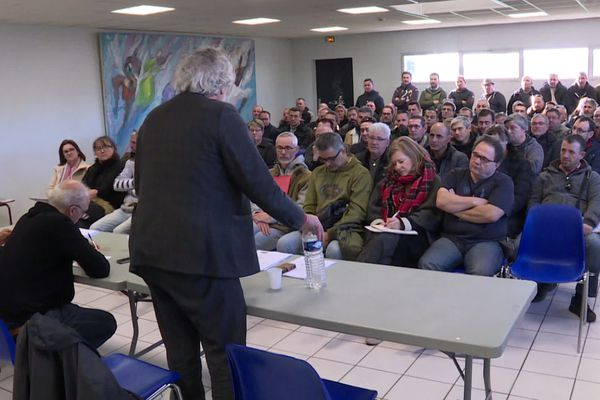 L'avocat de la CGT s'adresse aux anciens salariés de Ford en vue de leur action devant les prud'hommes.